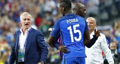 Football Soccer - France v Romania - EURO 2016 - Group A - Stade de France, Saint-Denis near Paris, France - 10/6/16 France head coach Didier Deschamps celebrates with Paul Pogba and Eliaquim Mangala after Olivier Giroud (not pictured) scores their first goal REUTERS/Christian Hartmann Livepic