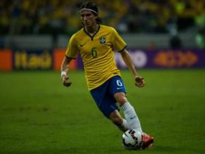Brasil-Filipe-Luis-Bola-Dominada-640x480-MauricioRummensFotoarena